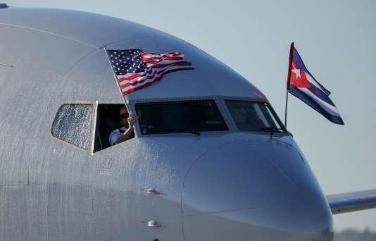 Un appareil d'Amercian Airlines se pose à l'aéroport Jose Marti, de La Havane, le 28novembre 2016. Le premier vol reliant Miami à la capitale cubaine depuis 50 ans.