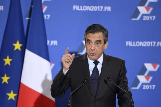 François Fillon lors de son discours de victoire après le second tour de la primaire de la droite, le 27 novembre 2016, à son quartier général de campagne, à Paris.