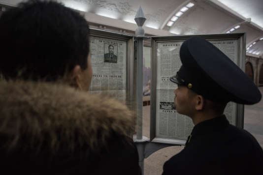 Dans le métro de Pyongyang, le 28 novembre, nécrologie de Fidel Castro publiée par «Rodong Sinmun», le journal du parti unique au pouvoir.