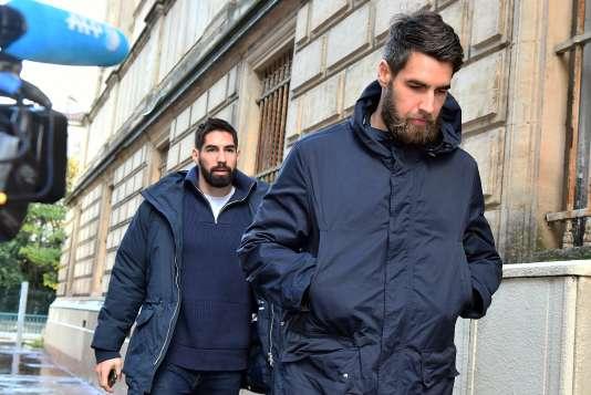 Luka et Nikola Karabatic à leur arrivée au tribunal de Montpellier, le 24 novembre.