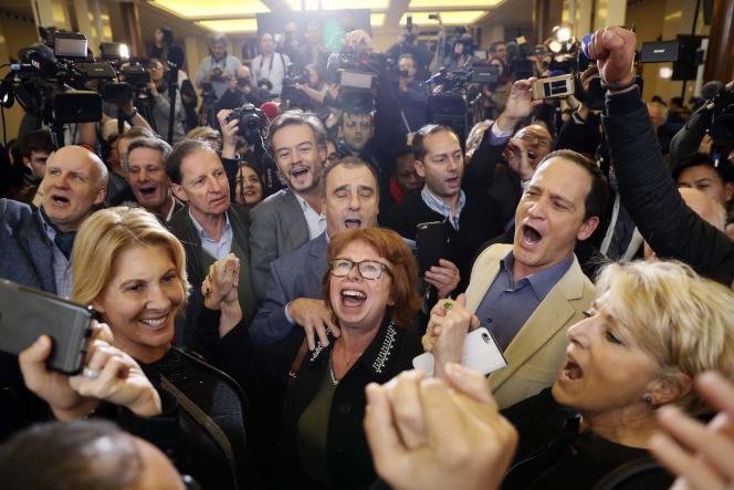 Des partisans de François Fillon, le 27novembre, au soir du second tour de la primaire.