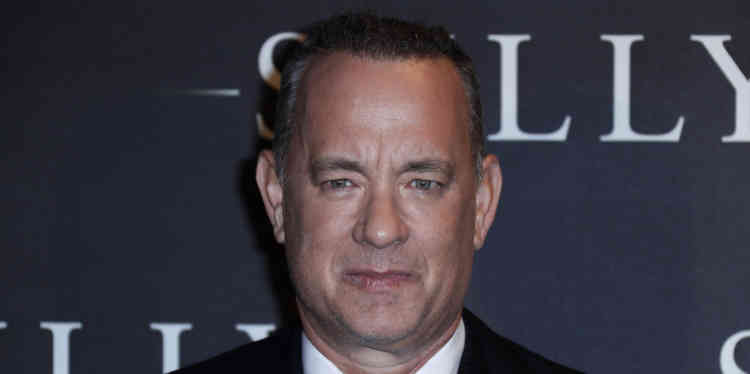 Après trente ans de carrière, Tom Hanks a fini par occuper l'une des plus hautes fonctions du jeu d'acteur hollywoodien : l'incarnation d'une Amérique discrètement héroïque, comme le firent en leur temps James Stewart et Gary Cooper. Dans «Sully», le nouveau film de Clint Eastwood, il joue le rôle de Chesley Burnett Sullenburger, un pilote devenu célèbre pour avoir fait atterrir, en janvier 2009, un avion en panne dans l'Hudson, en plein New York.