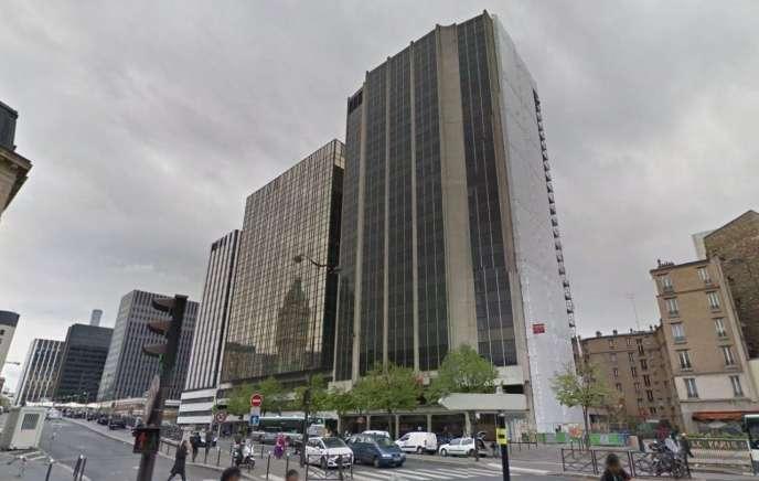 A droite:la tour Paris-Lyon (12e), construite en1974 pour accueillirdes bureaux,va devenirun hôtel 4 étoiles.