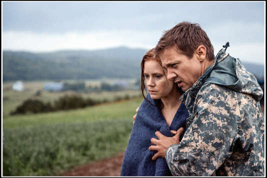 Amy Adams et Jeremy Renner dans le film « Premier Contact ».