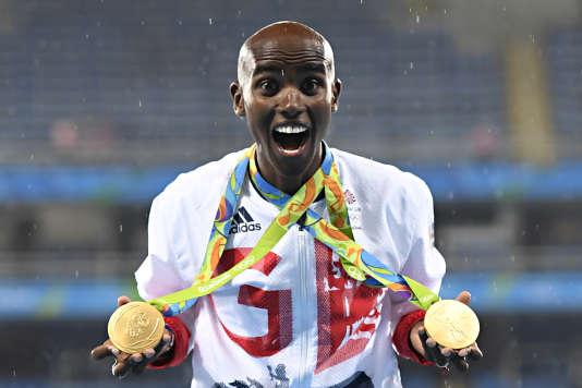 Mo Farah et ses deux médailles de Rio, le 20 août.