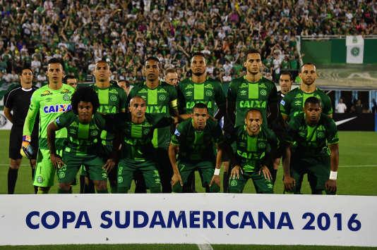 L'équipe de Chapecoense, le 24 novembre, lors de la demi-finale de Copa Sudamericana contre les Argentins de San Lorenzo.