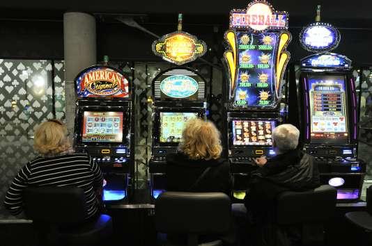 Dans le casino Joa de Montrond-les-Bains, dans la Loire.