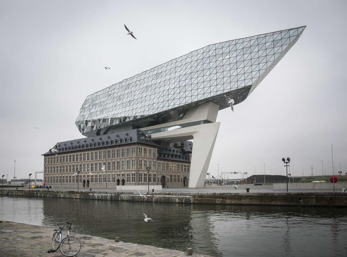 La Maison du Port par l'architecte Zaha Hadid.