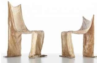 Chaises Golgotha, allusion indirecte au suaire de Turin, 1972-1973.