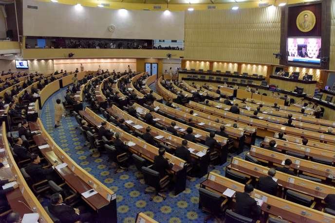 L'Assemblée nationale législative de Thaïlande convoquée en réunion extraordinaire pour proposer le nom du nouveau roi du pays, le 29 novembre à Bangkok.