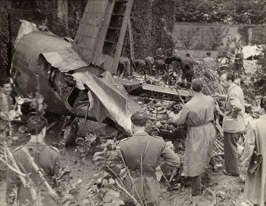 L'empennage du trimoteur Fiat G.212, écrasé contre le talus arrière de la basilique Superga le 4 mai 1949.