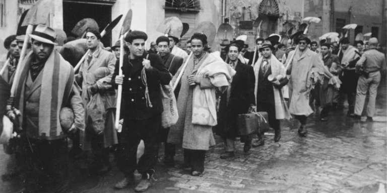 Dès décembre 1942, un mois après leur arrivée en Tunisie, les nazis organisent le travail forcé des juifs du pays.