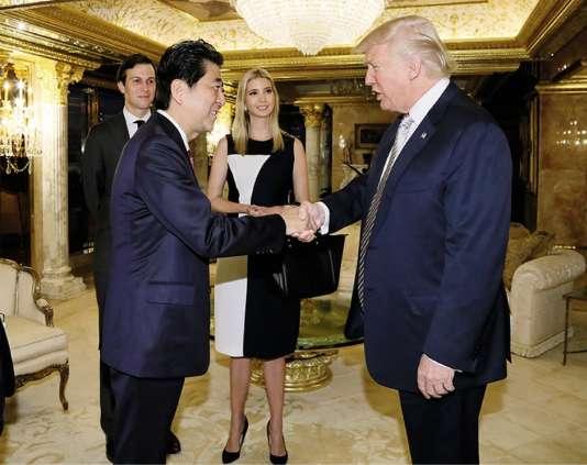 En novembre, le premier ministre japonais Shinzo Abe a rendu visite à Donald Trump dans la Trump Tower de New York.