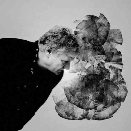 «Rodolphe Burger est un ami de longue date. Je venais de le photographier pour son prochain album, Good. Naturellement, nous lui avons demandé de parrainer cette exposition. Nous avons choisi ensemble trois morceaux dans l'ensemble de sa carrière et nous avons produit trois invisibles sur chacun d'entre eux. Il interprétera ceux-ci lors du vernissage et Camille dessinera en live sur les images ».