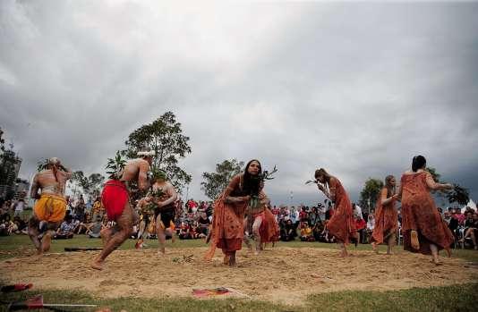 Une cérémoniecélébrant la survie d'une partie desAborigènes, à Sydney.