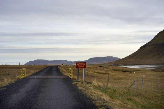 La prison de Kviabryggja estsituée en pleine nature islandaise,dans un paysage spectaculaire au bord de l'océan.