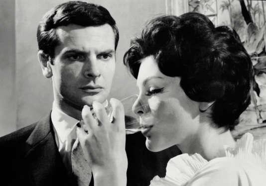 """Paul Guers et Francoise Prevost lors du tournage de """"La Fille aux Yeux d'Or"""" en 1961."""