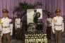 La garde d'honneur rend hommage à Fidel Castro, au Mémorial Jose Marti de La Havane.