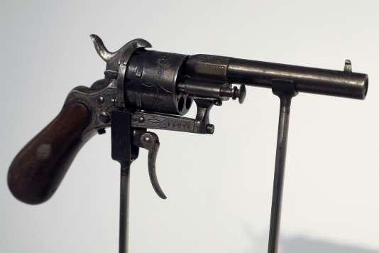 Le revolver, un modèle Lefaucheux de calibre 7millimètres, avec lequel Verlaine tenta de tuer Rimbaud en juillet 1873 à Bruxelles.