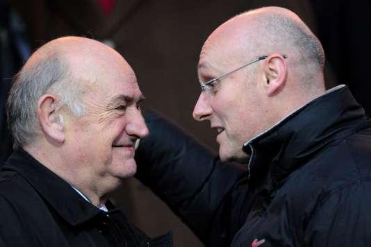 Pierre Camou (à gauche), qui brigue un troisième mandat à la tête de la FFR, avec son rival Bernard Laporte.