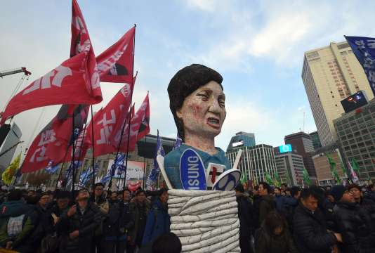 Un mannequin à l'effigie de la présidente sud-coréenne Park Geun-hye lors d'une manifestation appelant à sa démission à Séoul, le 30 novembre.
