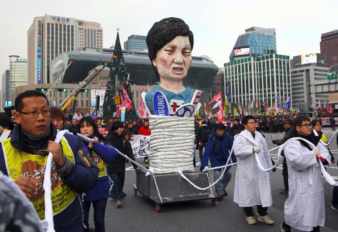 L'effigie de la présidente Park Geung-hye, lors d'une manifestation pour sa démission, le 30novembre.