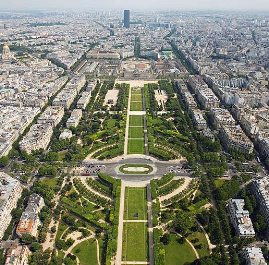 Vue sur le Champ de Mars depuis la tour Eiffel, à Paris. Wikimedia CC BY-SA 3.0