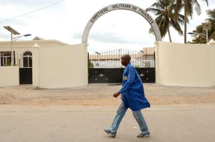 L'entrée du cimetière militaire de Thiaroye, dans la banlieue de Dakar, ennovembre2014, avant la visite du président François Hollande.