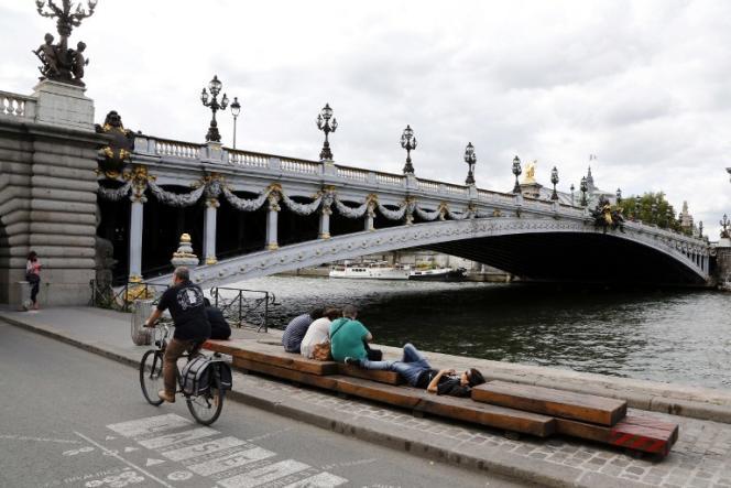 Les berges près du pont Alexandre-III, à Paris.