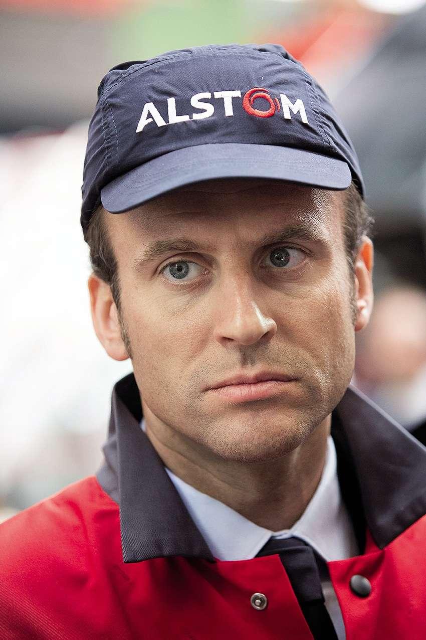 Le jeune homme pressé n'a pas encore accouché de sa loi, mais, déjà, on tente de lui faire porter le chapeau de bien des crispations sociales. Ici, Emmanuel Macron, coiffé d'une casquette de type 5 panel, concurrente de la légendaire base-ball, visite le site d'Alstom Transport à Belfort pour garantir aux salariés qu'il n'y aura aucun licenciement. Crédible? Il faut faire confiance aux jeunes. Même à ceux qui portent des casquettes.