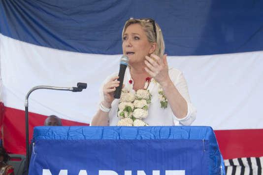 Marine Le Pen, candidate du FN à la présidentielle, à Mayotte, le 30 novembre.