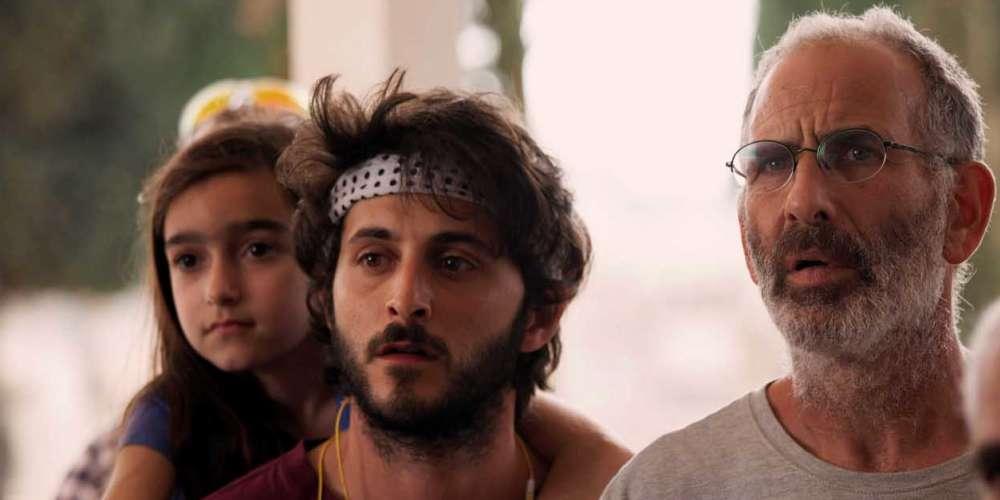 Dans ce premier long-métrage israélien, un quinquagénaire qui a perdu son fils refuse de reprendre le cours de sa vie normale.Le récit, qui se situe au sein d'un foyer israélien, celui d'un couple de quinquagénaires, Eyal (Shai Avivi) et sa femme Vicky (Evgenia Dodina), se déroule entre le dernier jour du deui et son lendemain, ce premier pas hors de la douleur où l'existence est censée reprendre son cours ordinaire.