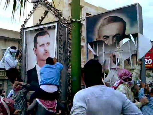 Des manifestants contre le régime Assad, à Hama, dans l'ouest de la Syrie, le 29 avril 2011.