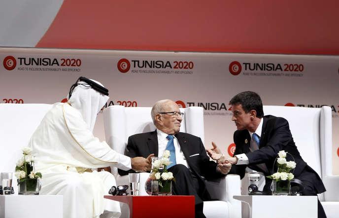L'émir du Qatar, Tamim ben Hamad Al Thani, le président tunisien, Béji Caïd Essebsi, et Manuel Valls, le 29 novembre à Tunis.
