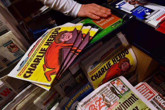 Des exemplaires de la version allemande de « Charlie Hebdo» en vente à Berlin, le 1er décembre 2016.