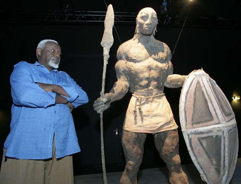 Ses sculptures monumentales aux tons brun ocre, cet homme – qui mesurait 1,93m – les crée à partir d'une mixture secrète, macérée pendant plusieurs années. Il applique ensuite ce secret de fabrication sur des ossatures de fer, de paille et de jute, sans avoir recours à aucun modèle.