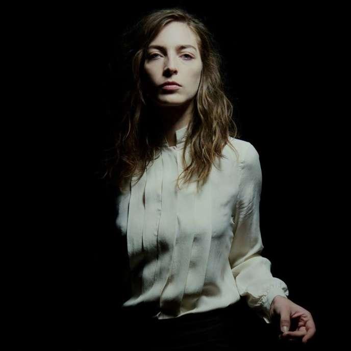 « A ta merci», le premier album de la chanteuse Flora Fischback, alias Fishbach, sortira le 27 janvier chez Entreprise.