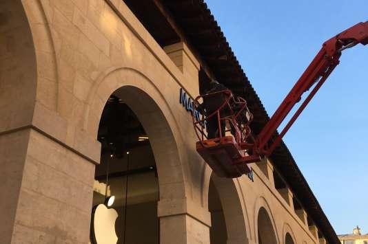 La devanture de la boutique Apple dans le 6e arrondissement de Paris.