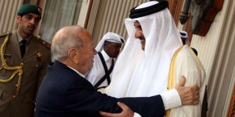 L'émir du Qatar, Tamim Ben Hamad Al-Thani, et le président tunisien, Béji Caïd Essebsi, à Doha le 18 mai 2016.