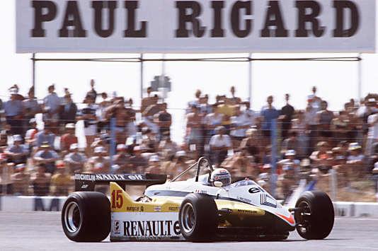 Alain Prost au volant de sa monoplace Renault lors du Grand Prix de France sur le circuit Paul-Ricard au Castellet, au début des années1980.