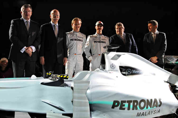 25 janvier 2010. La nouvelle écurie Mercedes GP Petronas Formula 1 présente ses pilotes : Nico Rosberg, à la droite d'un certain Michaël Schumacher.