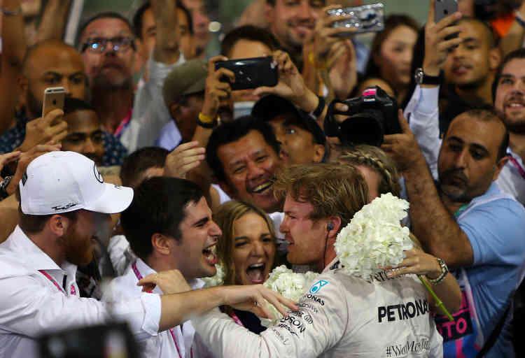 29 novembre 2015. Troisième victoire d'affilée pour Nico Rosberg, lors du Grand Prix de clôture à Abou Dhabi. Insuffisant toutefois pour détrôner le Britannique de Mercedes Lewis Hamilton. «Les déceptions des deux dernières saisons m'ont donné des niveaux de motivation que je n'avais jamais ressentis auparavant», déclarera l'Allemand un an plus tard.