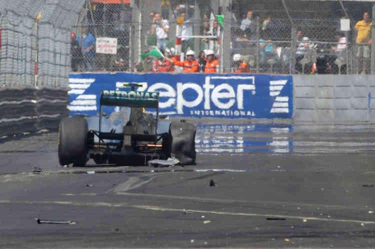 28 mai 2011. Monaco ne s'offre pas facilement. Nico Rosberg perd le contrôle de sa Mercedes lors des essais.