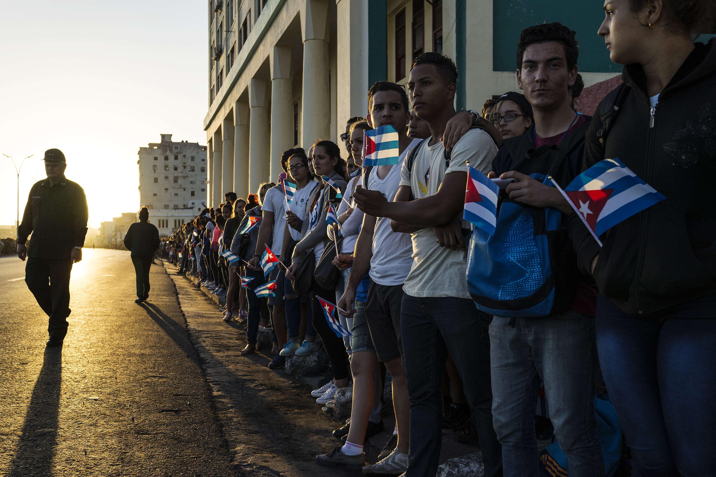 Les Cubains se sont réunis sur le parcours du convoi, le 30 novembre.