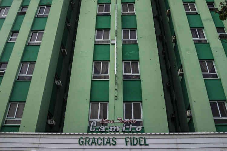 A Santa Clara, le cinéma légendaire de la révolution rend hommage à Fidel Castro avec les mots « Merci Fidel». Le 1er décembre.