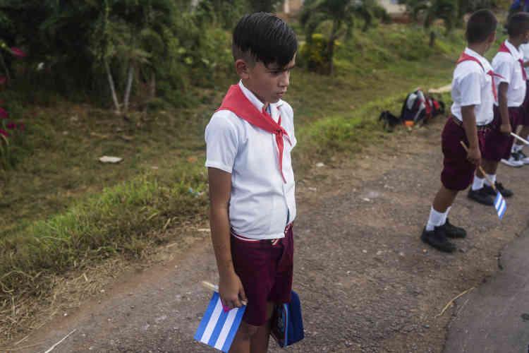 Un jeune Cubain sur la route menant à Jovellano. Le 30 novembre.