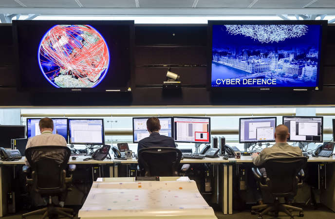 A general view of the 24 hour operations room at Government Communication Headquarters (GCHQ) in Cheltenham on November 17, 2015. AFP PHOTO / POOL / Ben Birchall / AFP PHOTO / POOL / Ben Birchall; RévélationsSnowden; Revelations; Snowden; #RévélationsSnowden;