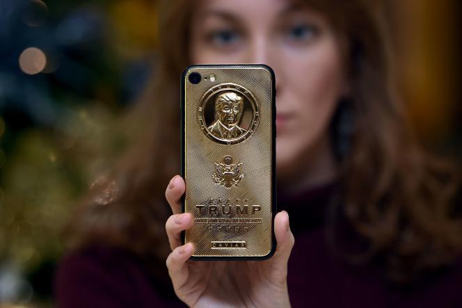 Ce smartphone à la gloire de Donald Trump, le 45e président élu des Etats-Unis, est vendu 2755euros.