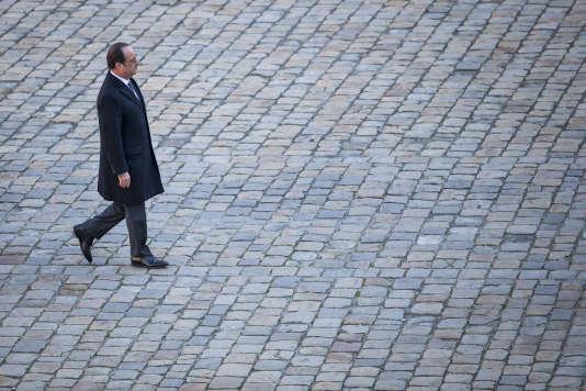 François Hollande dans la cour des Invalides le 29 novembre.