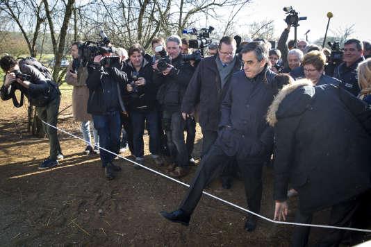 François Fillon, candidat du parti Les Républicains à l'élection présidentielle de 2017, fait sa première sortie de campagne à Chantenay-Villedieu (Sarthe), le 1er décembre.